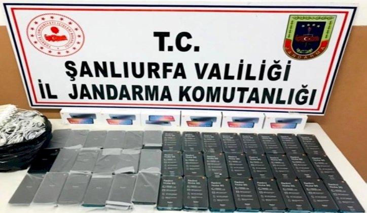 Urfa'da Jandarmanın Durdurduğu Araçta 102 Telefon Ele Geçirildi