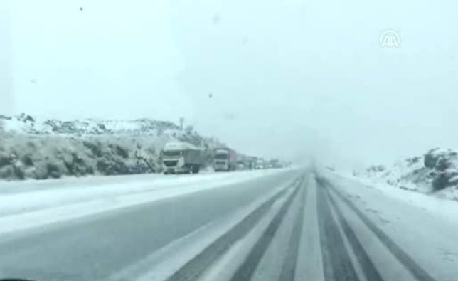 Urfa Diyarbakır Yolunda Kar Engeli
